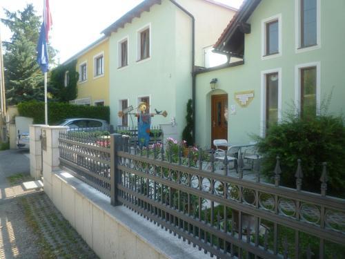 A balcony or terrace at Gartenpension Prosl