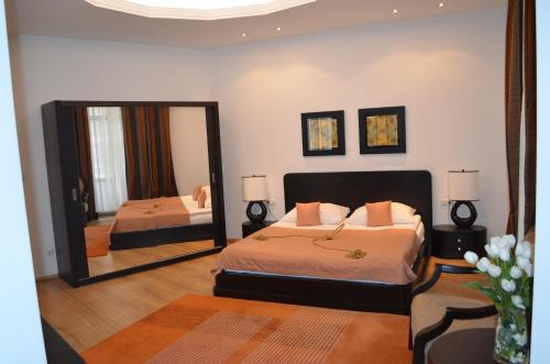 A bed or beds in a room at Citadella Residence Vienna