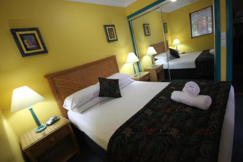 A bed or beds in a room at Aruba Beach Resort