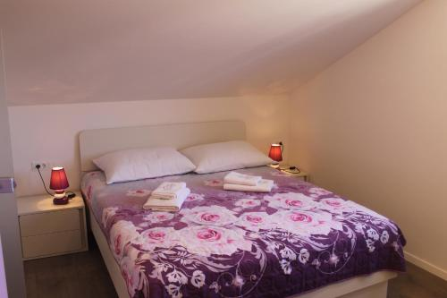 A bed or beds in a room at Apartments Rajna