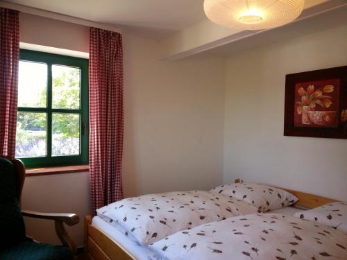 Ein Bett oder Betten in einem Zimmer der Unterkunft Hof Bais - Komfort Ferienhaus