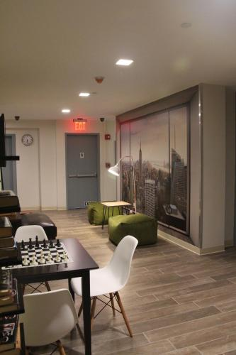 Jazz on Columbus Circle Hostel