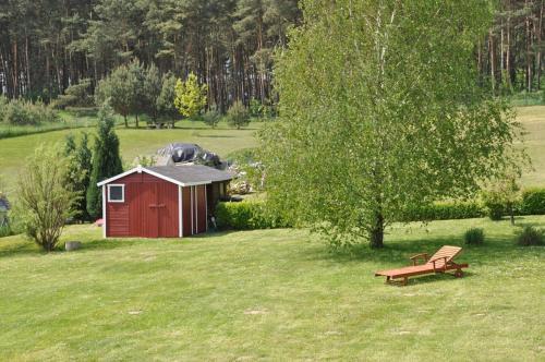 Ein Garten an der Unterkunft Ferienhaus Achterwasseridyll - FeWo 01
