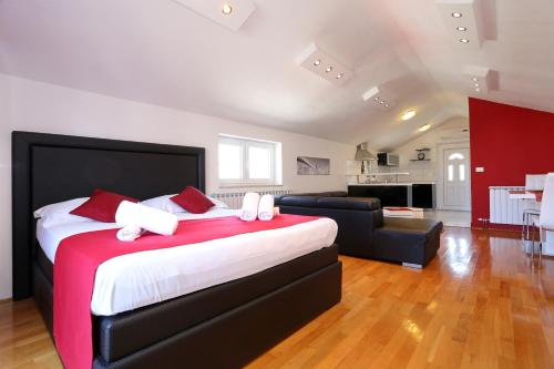 A bed or beds in a room at Apartments Maruna