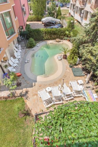 A view of the pool at Villa Brigantina or nearby