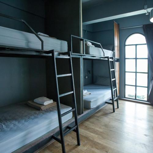 A bunk bed or bunk beds in a room at Analog Hostel