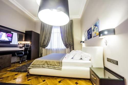 เตียงในห้องที่ Matei Corvin Deluxe Apartment