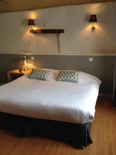 Un ou plusieurs lits dans un hébergement de l'établissement Hôtel Restaurant de la Place