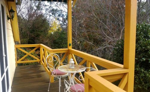 A balcony or terrace at Possum Creek Lodge