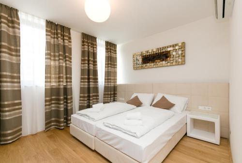 מיטה או מיטות בחדר ב-Vienna Stay Apartments Castellez 1020