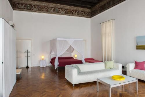 A bed or beds in a room at Palazzo Soderini