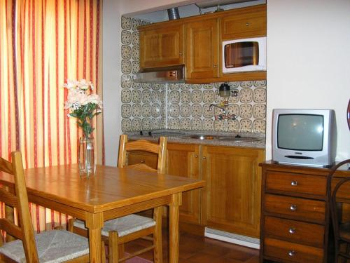 A kitchen or kitchenette at Apartamentos Vitoria