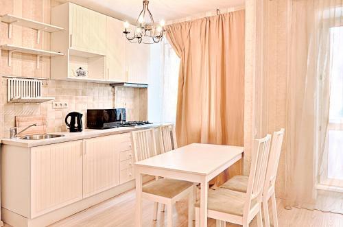 A kitchen or kitchenette at Moscow Karina Apartments Savelovskaya