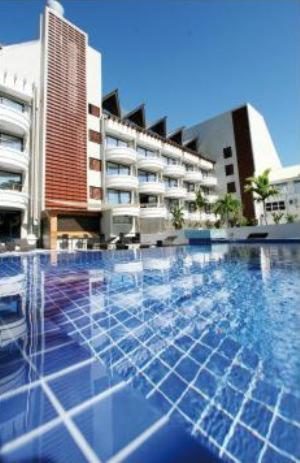 The swimming pool at or close to Hotel Tahiti Nui
