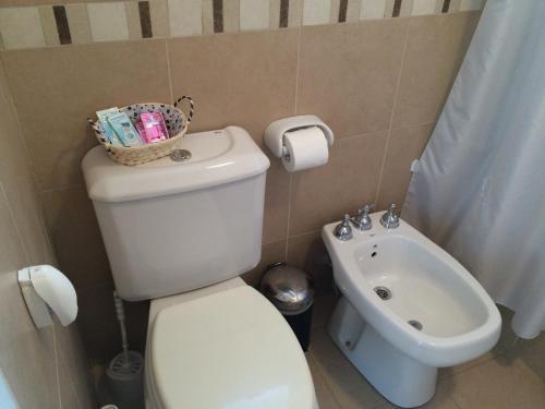 Un baño de Lindo Departamento