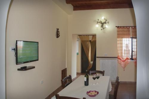 La Costa Del Sole tesisinde bir televizyon ve/veya eğlence merkezi