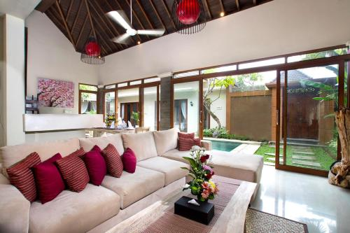 A seating area at Villa Ashna