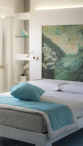 A bed or beds in a room at La Madegra Seasuite