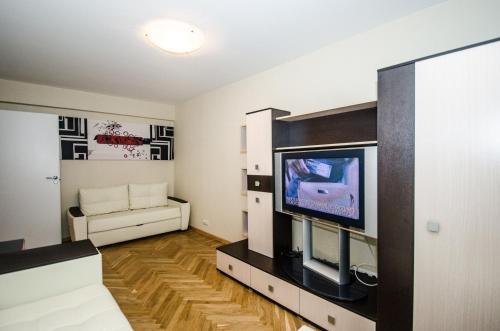 A television and/or entertainment center at Kvartira Na Sutki Metro Mayakovskaya