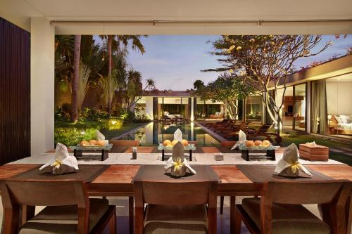 A restaurant or other place to eat at Ziva a Boutique Villa