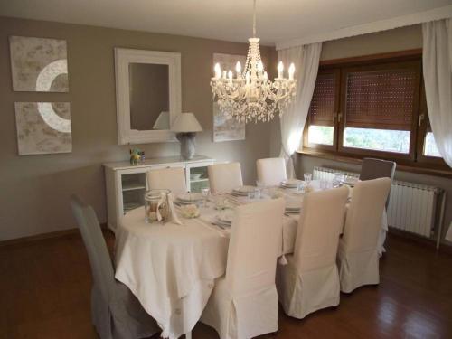 Ein Restaurant oder anderes Speiselokal in der Unterkunft Villa Du Lion D'or