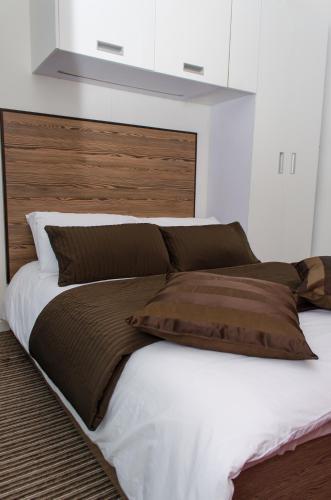 Säng eller sängar i ett rum på Trivelles - Bradford - Sunbridge Road