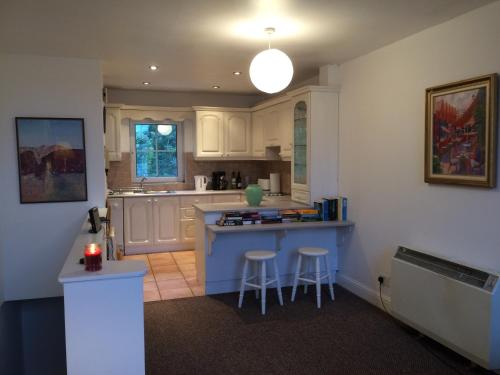 A kitchen or kitchenette at Heart of Kinsale