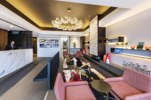 A seating area at Adina Apartment Hotel St Kilda Melbourne