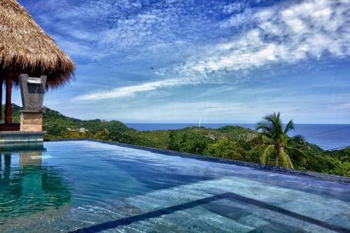 The swimming pool at or close to Horizon Luxury Pool Villas Koh Tao