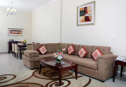 A seating area at Rose Garden Hotel Apartments - Barsha
