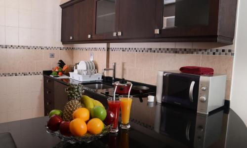 A kitchen or kitchenette at Rose Garden Hotel Apartments - Barsha