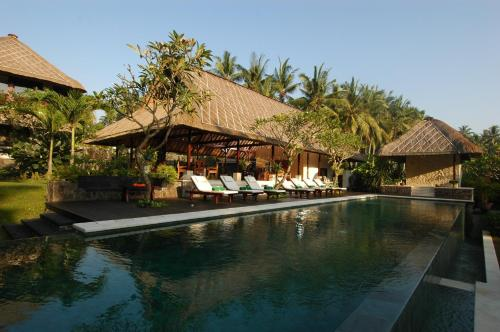 The swimming pool at or near Villa Kanti