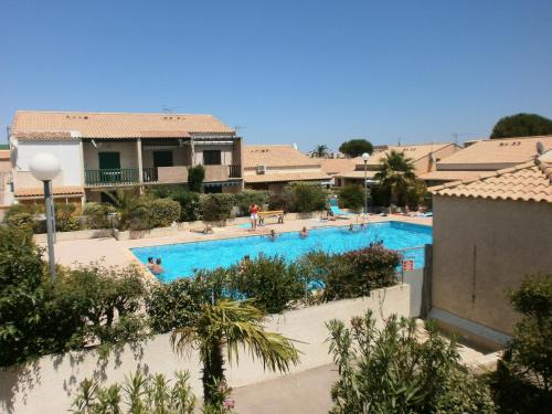 A view of the pool at Alizés - Cap Sud III or nearby