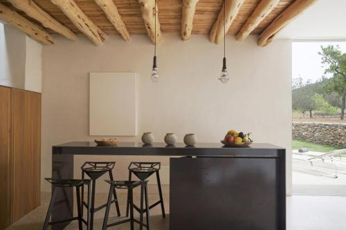 A kitchen or kitchenette at thesuites Ibiza Can Basso