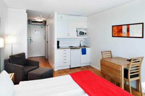 Una cocina o zona de cocina en Forenom Apartments Stockholm Kista