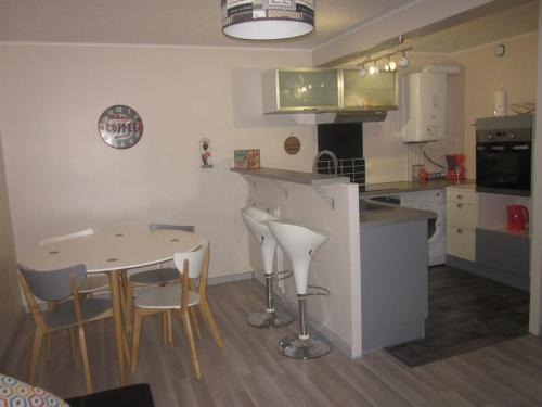 A kitchen or kitchenette at Naski Location - Dû Man