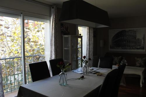 A restaurant or other place to eat at Sitges Apartment For Rent II