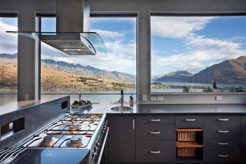 A kitchen or kitchenette at Highview Terrace by Touch of Spice