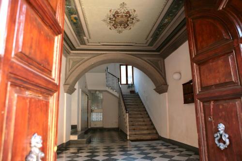 The facade or entrance of Domus Antonella a Trastevere