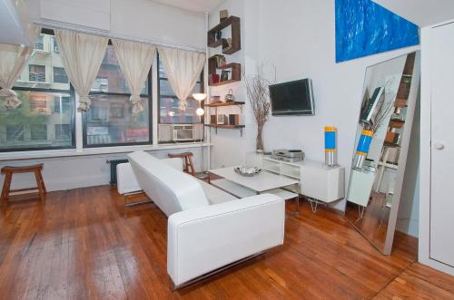 A seating area at Mid Town East 28th Street Apartments Next to Times Square