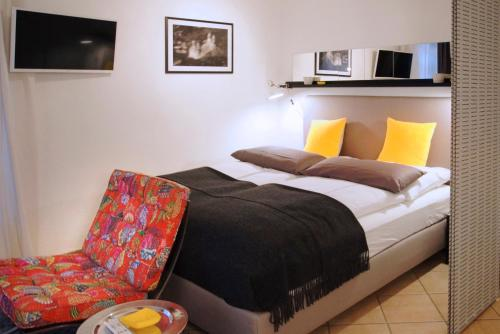 A bed or beds in a room at Rheintor-Apartment
