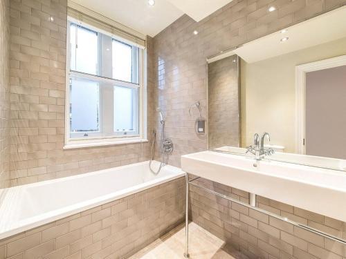 A bathroom at Valet Apartments Whitehall