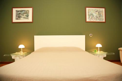 A bed or beds in a room at Bilocale Indipendente