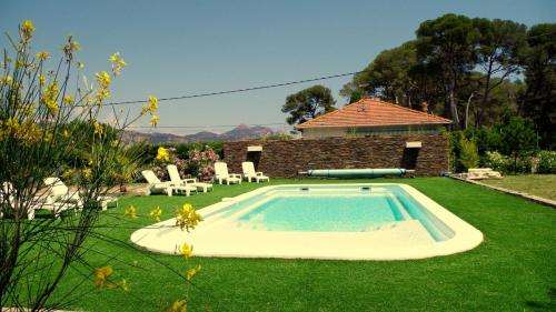 The swimming pool at or near Villa Cap Dramont