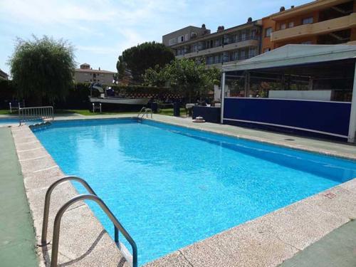 A piscina localizada em RVHotels Apartamentos El Quijote ou nos arredores