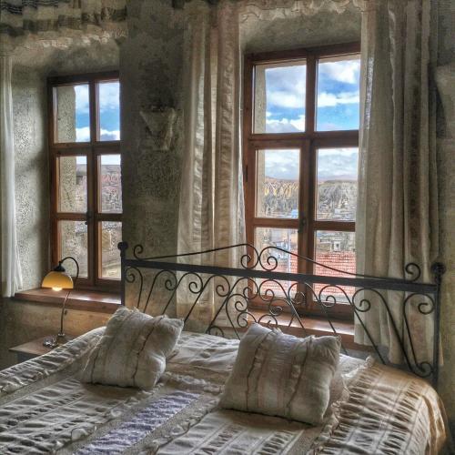 Кровать или кровати в номере Mithra Cave Hotel