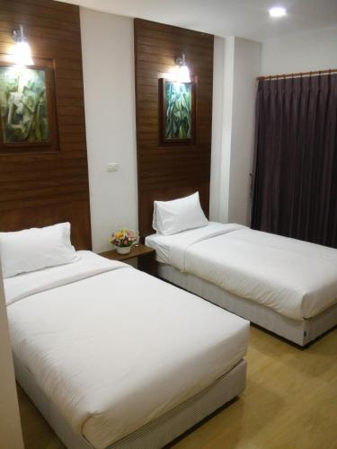 A bed or beds in a room at The SR Residence Lampang