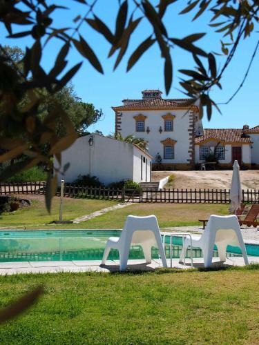 A piscina em ou perto de Quinta Dos Ribeiros