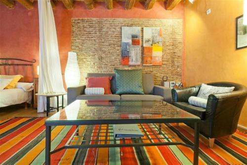 A seating area at Friendly Rentals Manuela