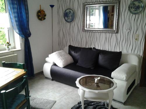 Ein Sitzbereich in der Unterkunft Ferienwohnung Schulz